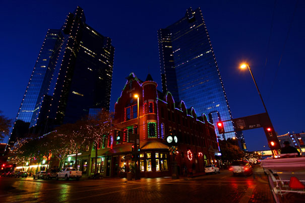 ETC Unison Mosaic™ System Lights Up Festive Sundance Square, Fort Worth,  Texas