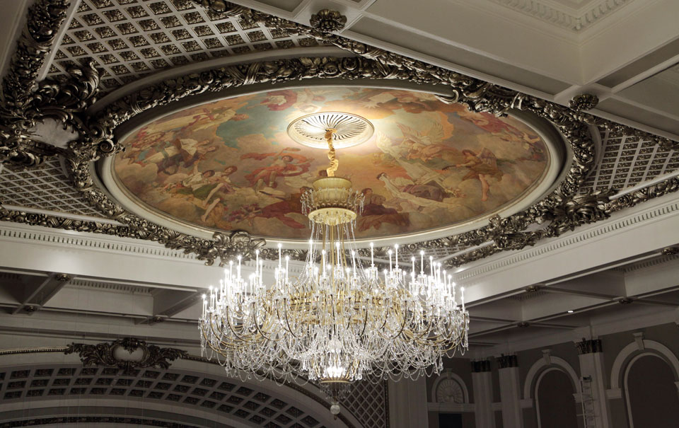 Cincinnati Music Hall installs ArcLamp chandelier